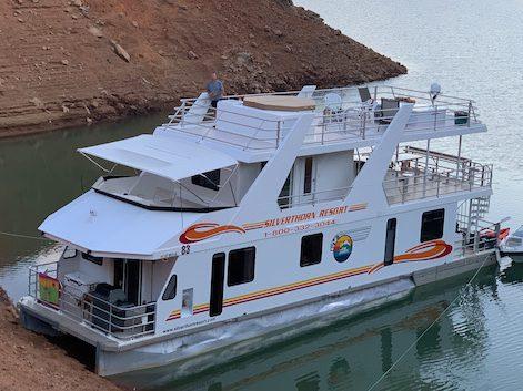 Houseboat on Lake Shasta